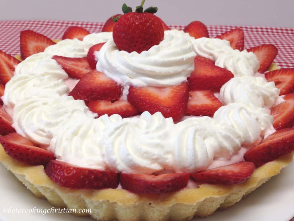 strawberry cream tart keto and low carb