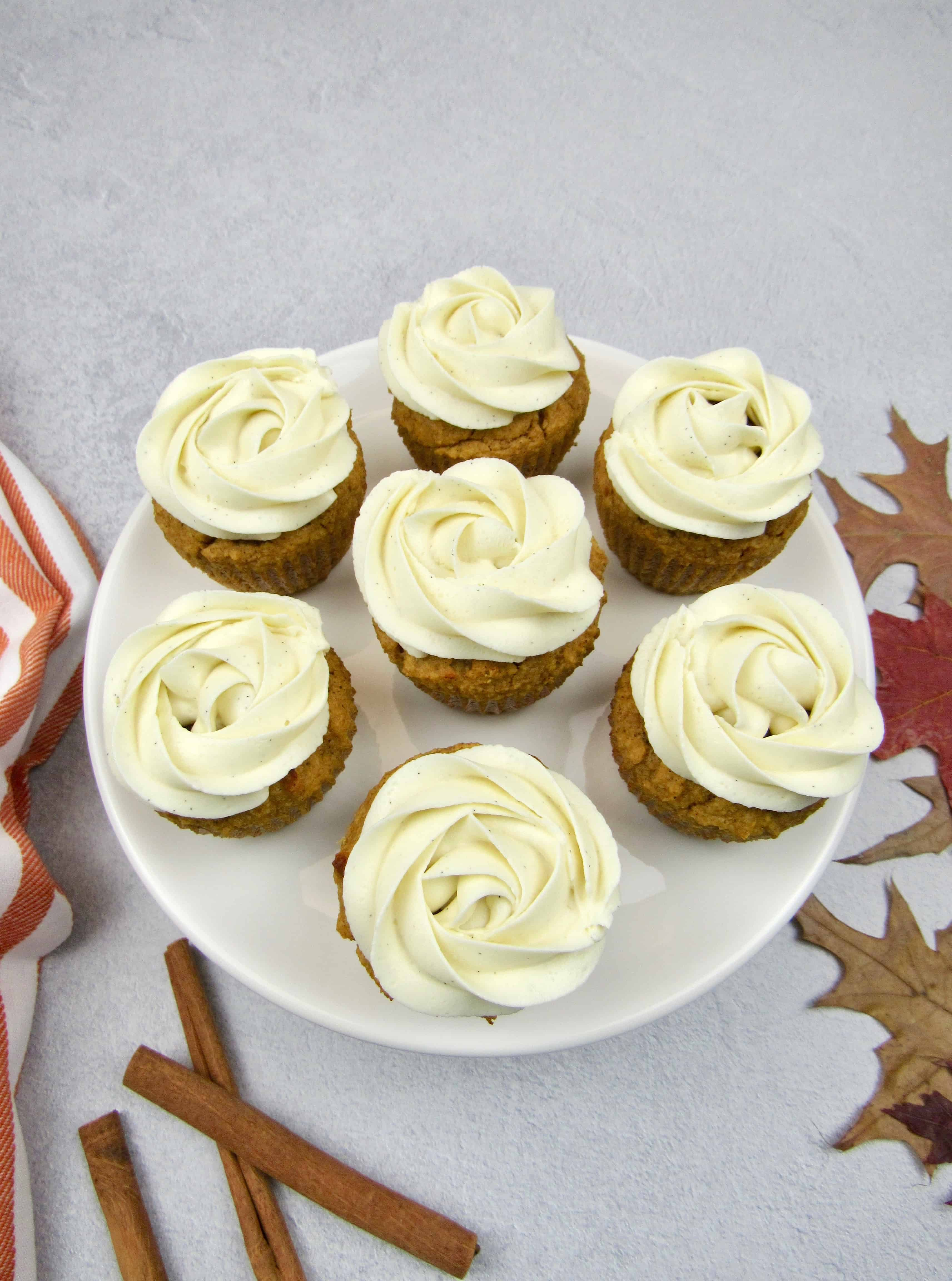 overhead shot of 6 frosted pumpkin cupcakes
