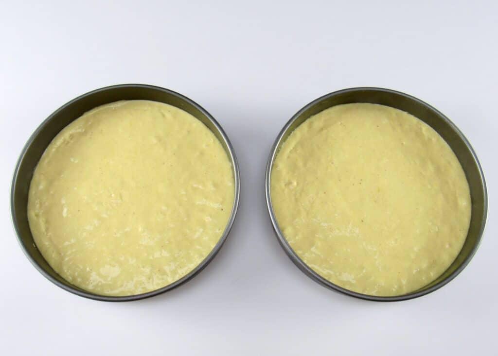 cake batter in 2 round cake pans