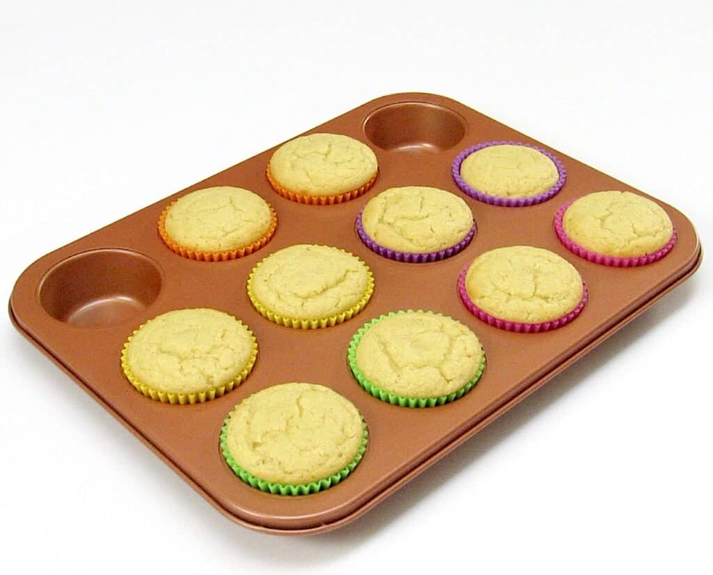 cooked vanilla cupcakes in muffin pan