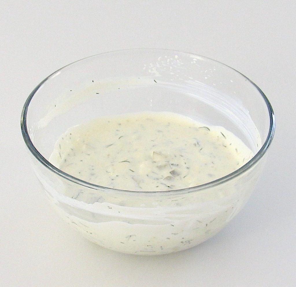 tartar sauce in glass bowl
